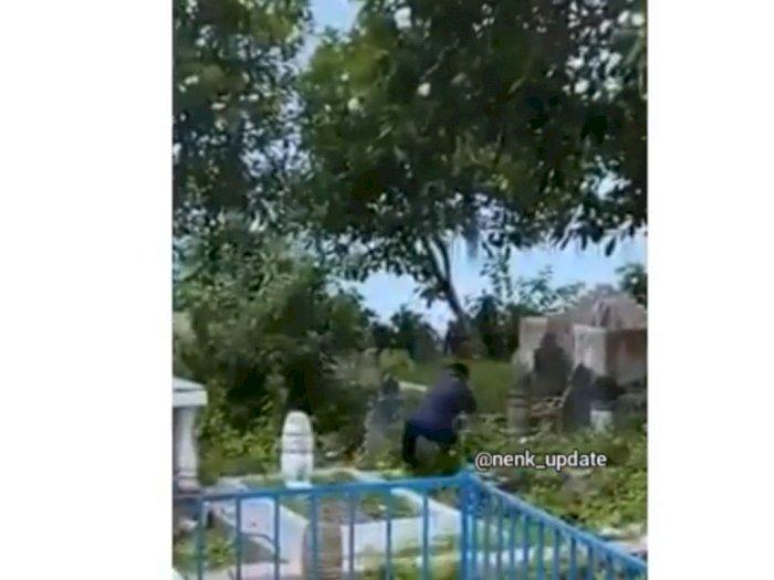 Viral Seorang Remaja Hancurkan Nisan-nisan di Pemakaman, Teman-temannya Sibuk Menertawakan