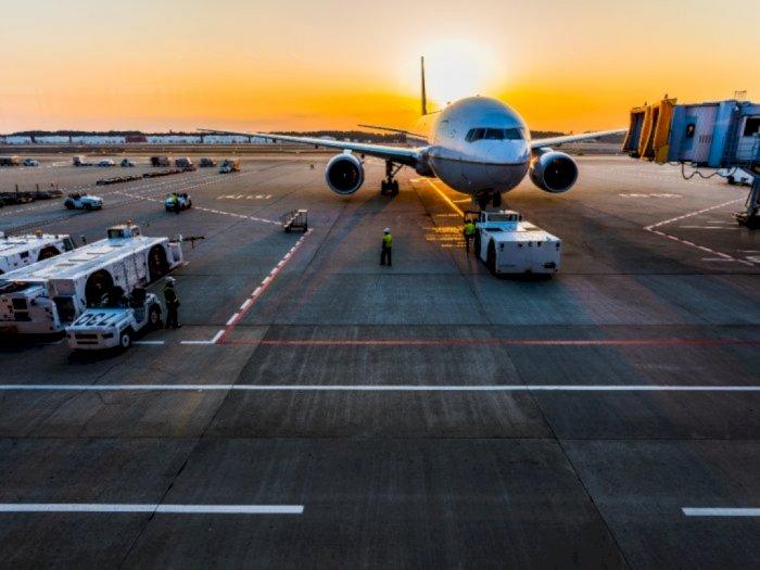 Pasutri Ini Tak Pernah Naik Pesawat Bersama Dalam Satu Perjalanan, Alasannya Bikin Sedih