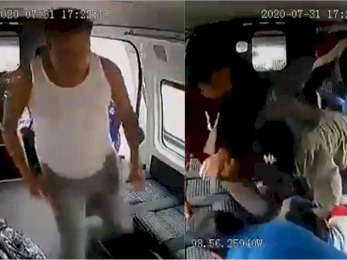 Gagal Menjambret dalam Angkot, Pria Ini Dikeroyok dengan Brutal dan Ditelanjangi