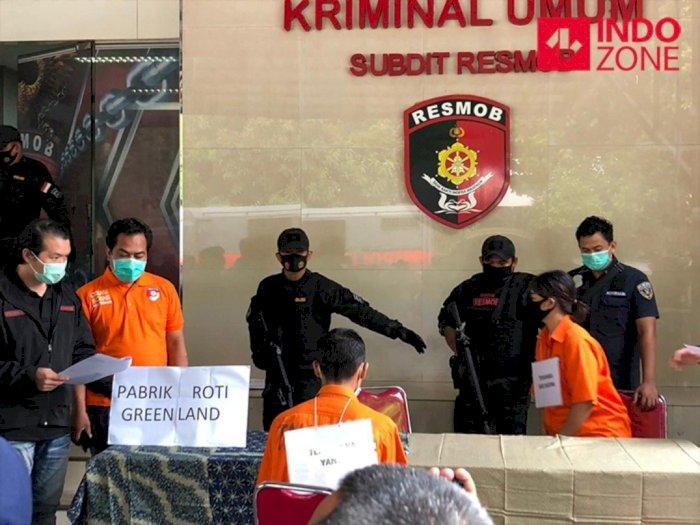 Rekonstruksi Pembunuhan Bos Roti: Saat Ditikam Korban Sempat Melawan