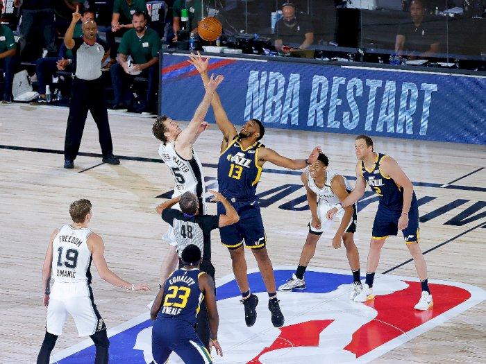 FOTO: Utah Jazz Meraih Kemenangan 118-112 atas San Antonio Spurs