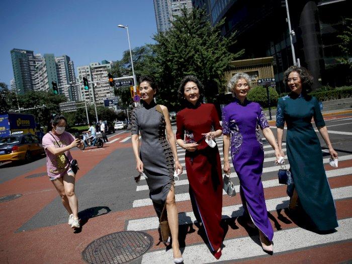 FOTO: Fashion Show Ala Grup Model Wanita Lansia Beijing
