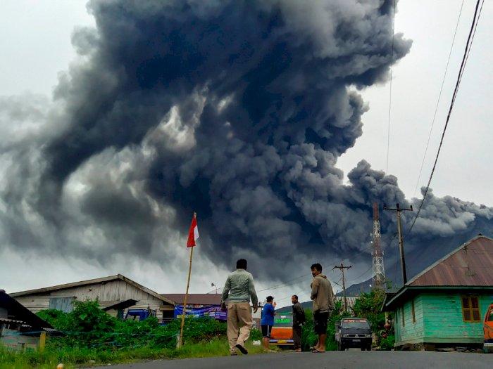 FOTO: Gunung Sinabung Kembali Erupsi, Jumat (14/8/2020)