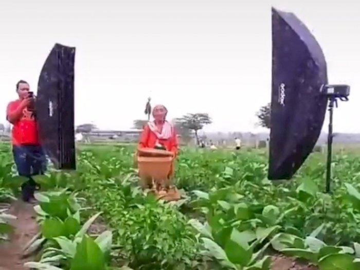 Nenek ini Pintar Banget Jadi Model, Hasilkan Foto Indah: Senyumnya Tulus dan Natural