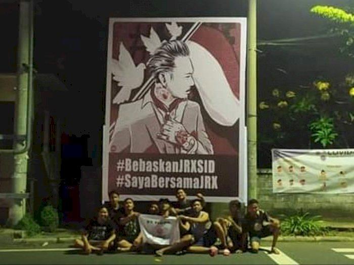 Jadi Tersangka, Poster 'Bebaskan Jerinx SID' Terpampang di Pinggir Jalan Bali