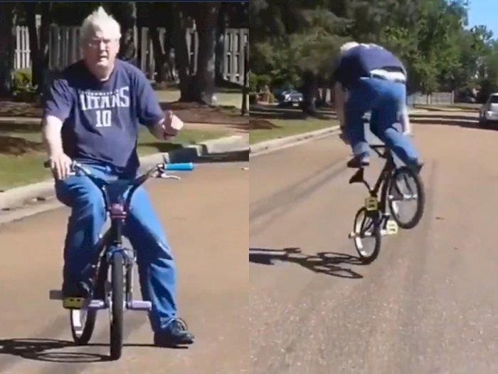 Gokil! Meski Sudah Tua, Kakek ini Masih Jago Lakuin Freestyle Sepeda BMX