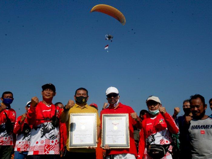 FOTO: Pengibaran Bendera Merah Putih Tertinggi yang Meraih Rekor MURI