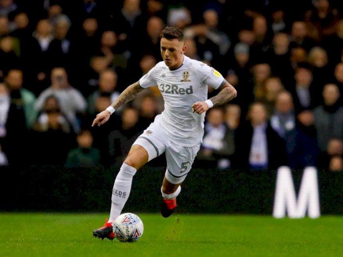 Leeds Ajukan 3 Penawaran untuk Amankan Ben White Secara Permanen