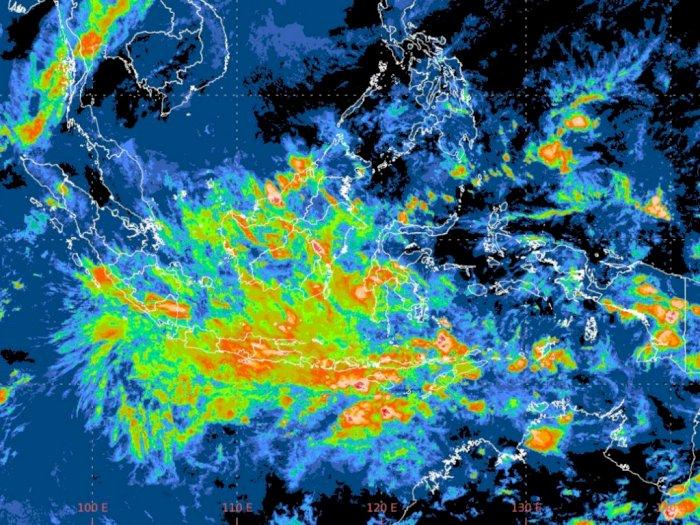 Warga Sumut Diminta Waspada Hujan Disertai Petir dan Angin Kencang pada Malam Ini