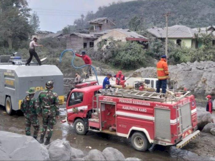 Terdampak Parah Erupsi, Tim Gabungan Terus Bersihkan Debu Vulkanik di Naman Teran