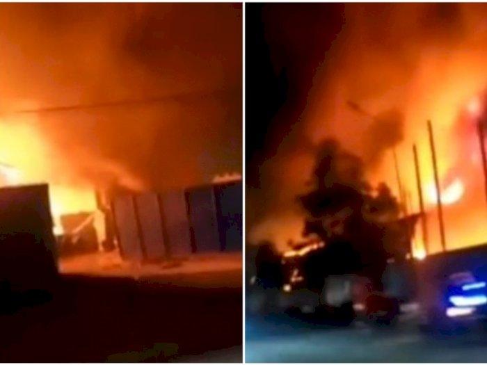 Satu Unit Gudang Pengolahan Udang di Marelan Ludes Terbakar, Warga Panik
