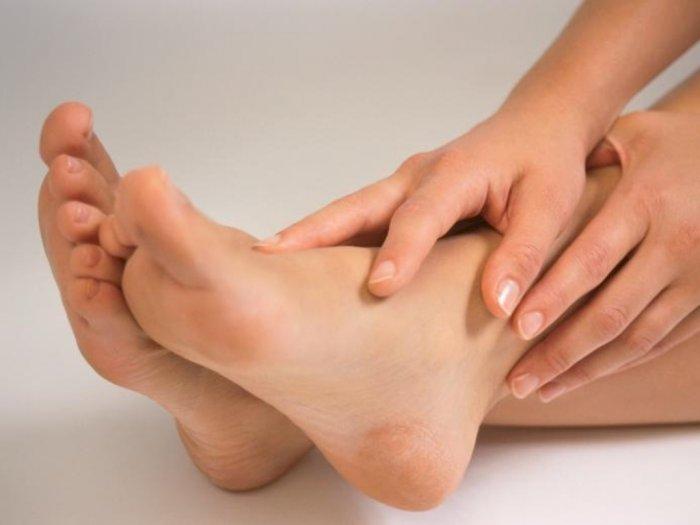 8 Pengobatan Rumahan yang Aman dan Efektif Mengatasi Sakit Kaki