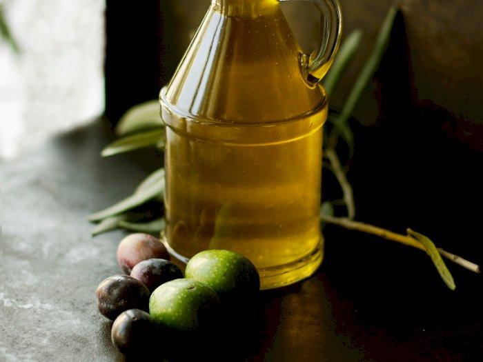 Sederet Manfaat Minyak Zaitun untuk Kesehatan Kulit Kepala dan Rambut