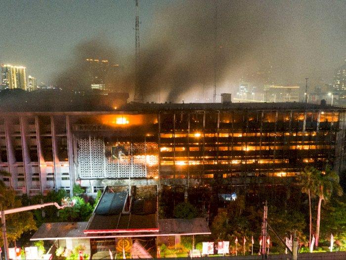 Api di Kejagung Sulit Dipadamkan, Damkar: Ada Perambatan