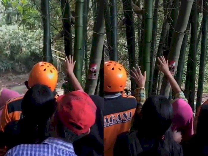 Viral Ibu Menangis Tersedu-sedu Sambil Menunjuk ke Pohon usai Anaknya Hilang di Sungai