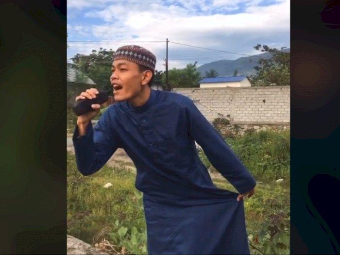 Pria Kenakan Gamis dan Peci Gelar 'Konser Musik' di Kuburan, Habis Dihujat Netizen