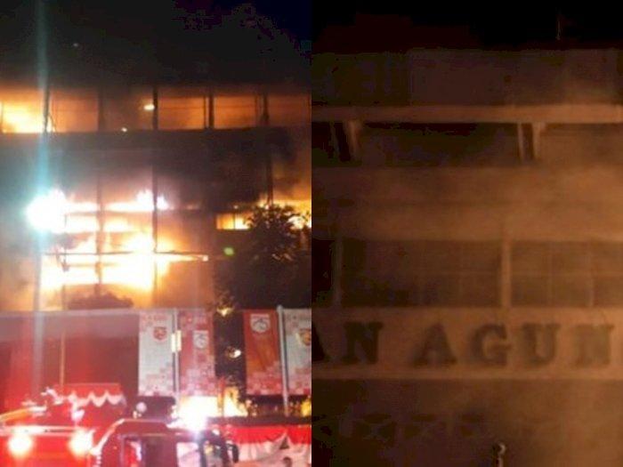 Gedung Kejaksaan Agung Terbakar, Api Berkobar dan Timbulkan Asap Pekat, Ini Kata Petugas