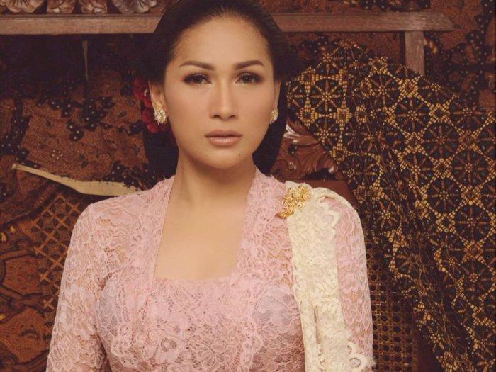Potret Cantik Tata Janeeta Pakai Kebaya Pink, Netizen: Mirip Ibu Kartini
