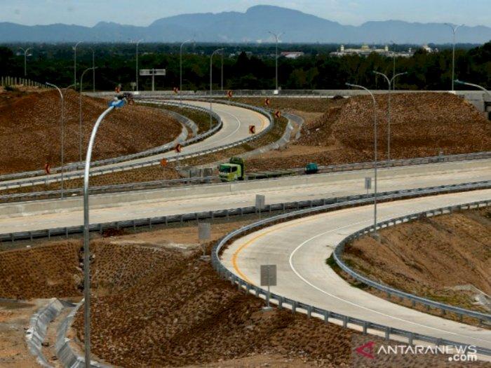 Presiden Jokowi Resmikan Tol Pertama di Aceh
