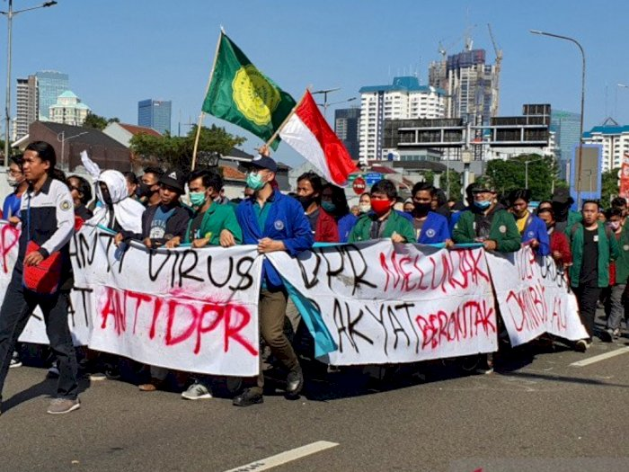 Polisi Masih Tutup Jalan Gatot Subroto karena Demo Mahasiswa di DPR