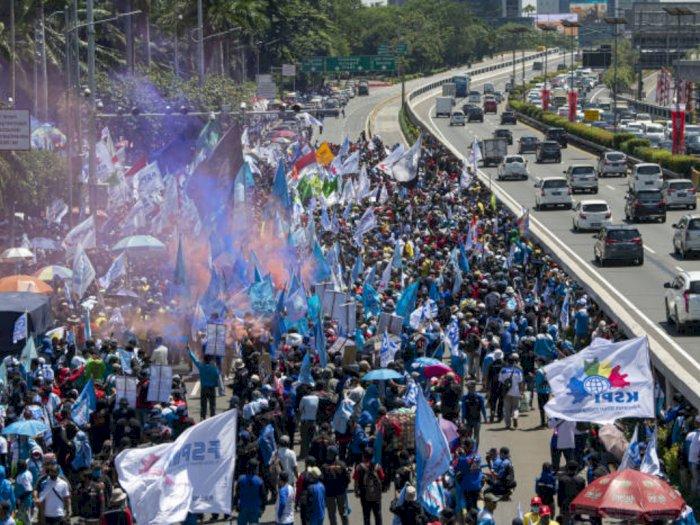 TransJakarta Hentikan Sementara Dua Rute Imbas Demo Omnibus Law di DPR