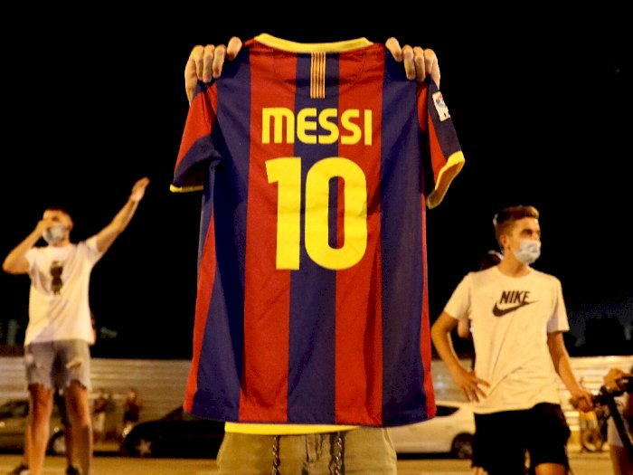 FOTO: Reaksi Fans Barca di Luar Camp Nou Usai Messi Klaim Ingin Pergi