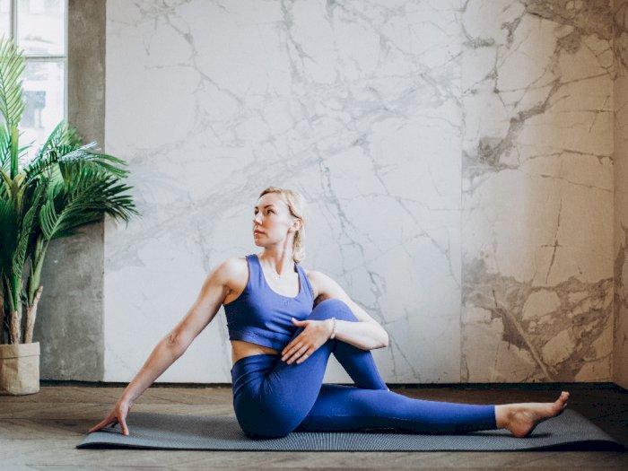 2 Gerakan Yoga Ini Membantu Mengatasi Sakit Kepala