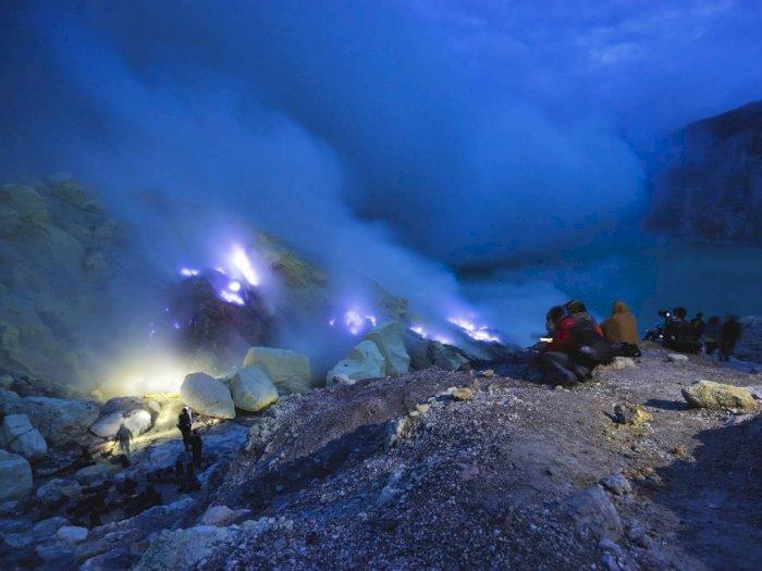 Kawah Ijen, Gunung Api di Indonesia yang Semburkan Api Biru