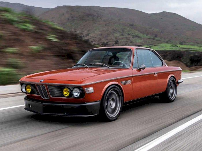Melihat Kerennya Mobil BMW 3.0 CS 1974 Hasil Modifikasi Milik Robert Downey, Jr. Ini!