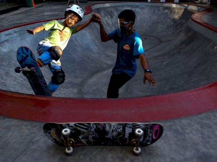 FOTO: Latihan Skateboard di Crooz Shophouse