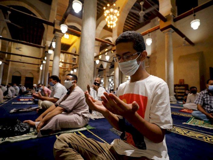 FOTO: Masjid di Mesir Dibuka Kembali untuk Shalat Jumat