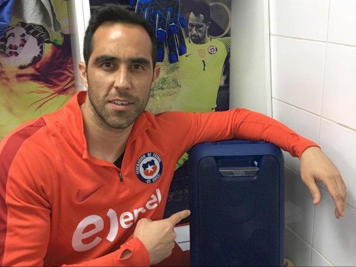 Real Betis Resmi Dapatkan Kiper Claudio Bravo