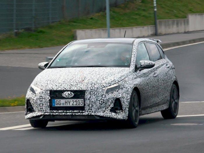 Mobil Hyundai i20 N Terbaru Terlihat Sedang Lakukan Uji Coba di Nürburgring