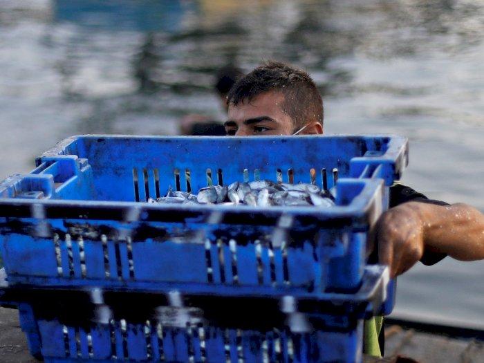 FOTO: Nelayan di Gaza Kembali Melaut