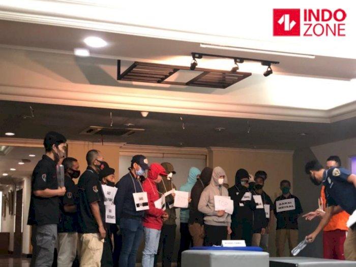Rekontruksi Kasus Pesta Gay di Jakarta Selatan: Lomba Pertama Oral Seks