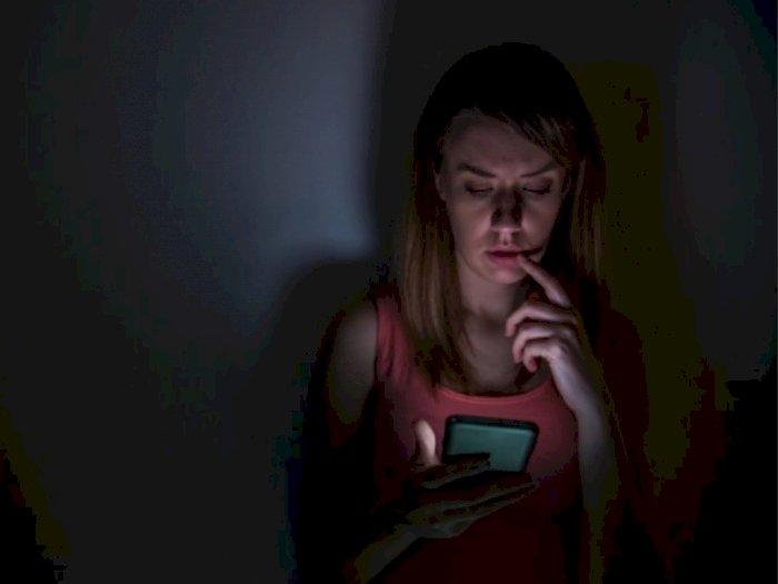 Benarkah Wanita Virgo Suka Stalking Media Sosial Gebetannya?