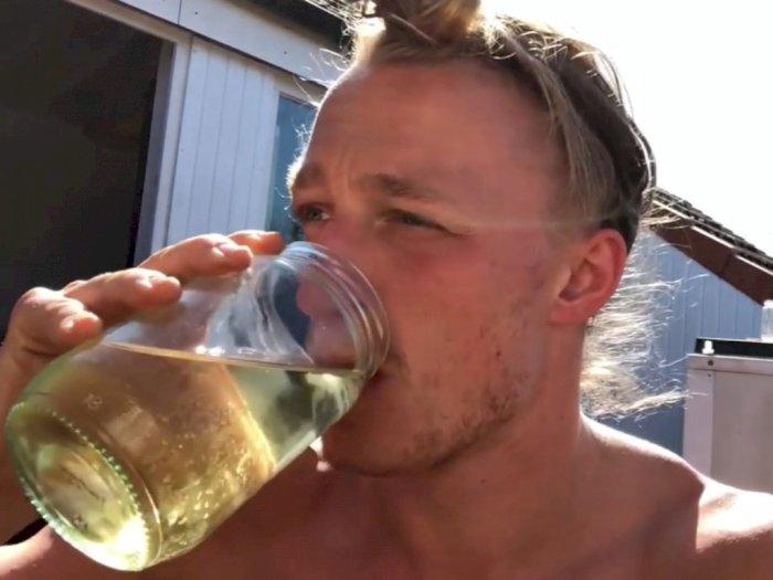 YouTuber Jerman Ini Mengaku Tak Pernah Sakit, Rahasianya Cuma Minum Urine 7 Liter Per Hari