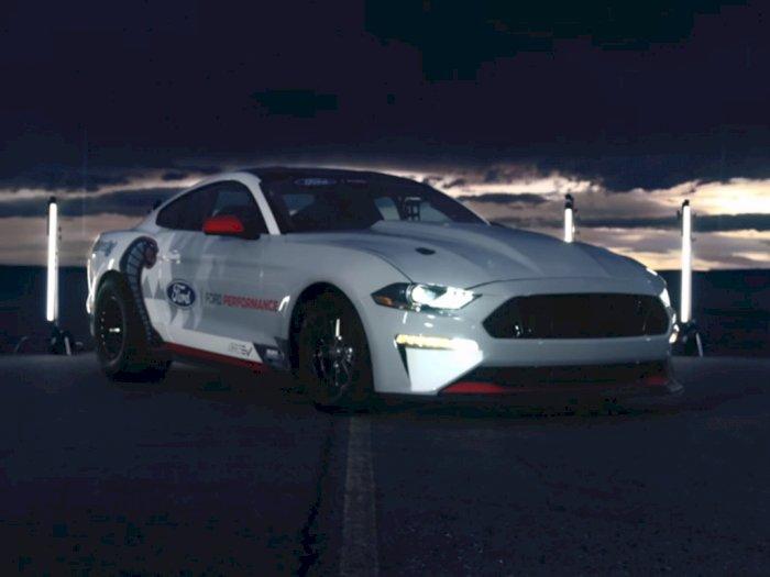Melihat Performa Mobil Elektrik Ford Mustang Cobra Jet dengan Tenaga 1.500-HP!