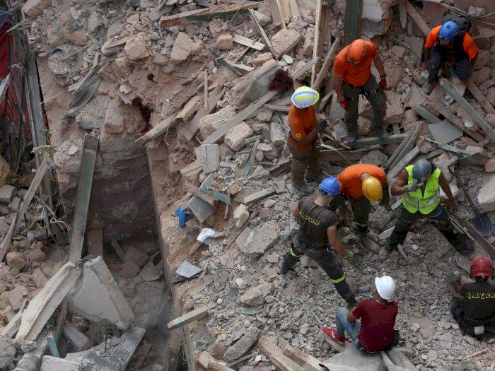 FOTO: Diduga Ada Tanda Kehidupan, Tim Penyelamat Menggeledah Puing-puing di Beirut