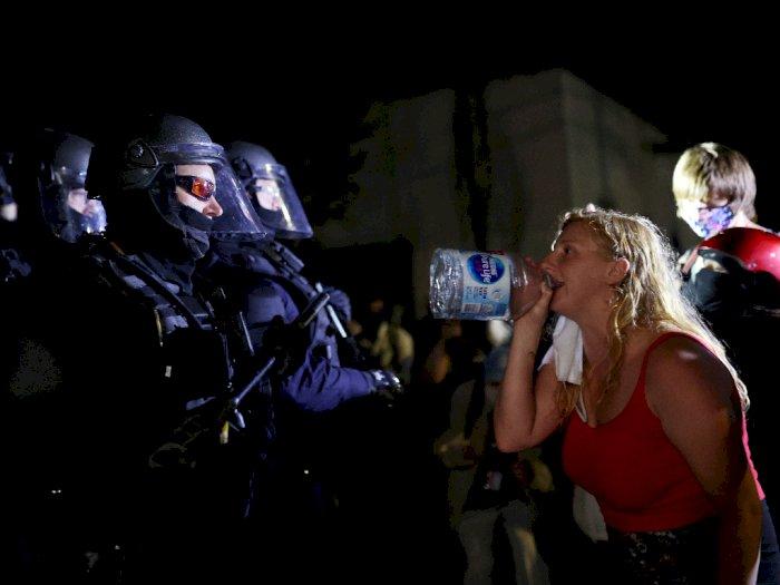 FOTO: Demonstrasi Menentang Kekerasan Polisi dan Ketidaksetaraan di Portland
