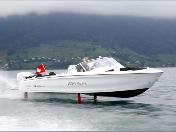 Perahu Hidrofoil Bertenaga Listrik Pertama di Dunia Mulai Debut di Danau Swiss