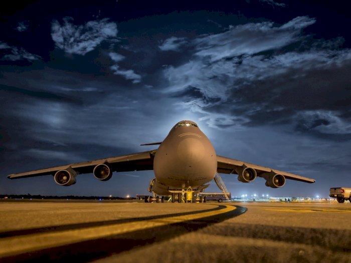 Benarkan Melepas Sabuk Pengaman Saat Pesawat Mendarat Berbahaya?