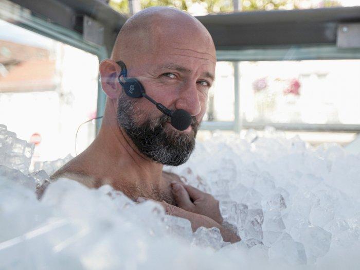 FOTO: Rekor Dunia Kontak Tubuh Terlama dengan Es Batu