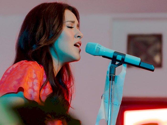 Sambil Menahan Tangis, Raisa Minta Maaf karena Konsernya di GBK Dibatalkan