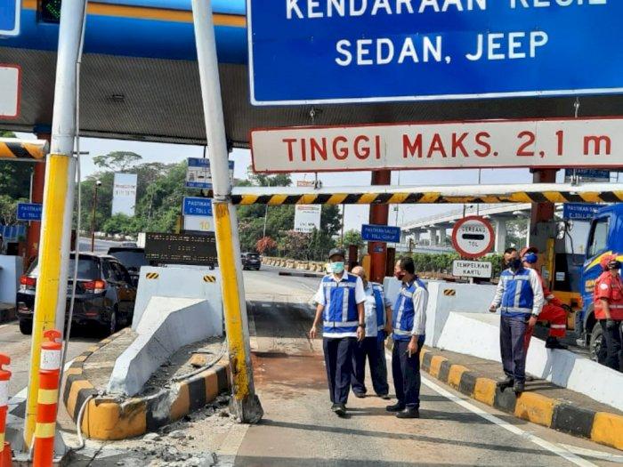 Sebuah Mobil Terguling di GT Cibubur, Polisi: Diduga Pengemudi Mengantuk
