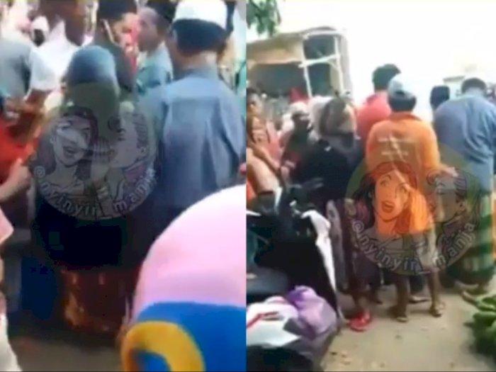 Viral Emak-emak Diduga Pelakor Dikeroyok Warga di Pasar, Ramai Jadi Tontonan