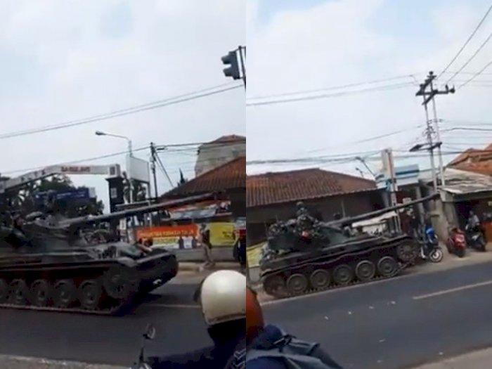 Detik-detik Tank Tempur TNI Tabrak Gerobrak Gorengan di Bandung, Bikin Warga Kaget