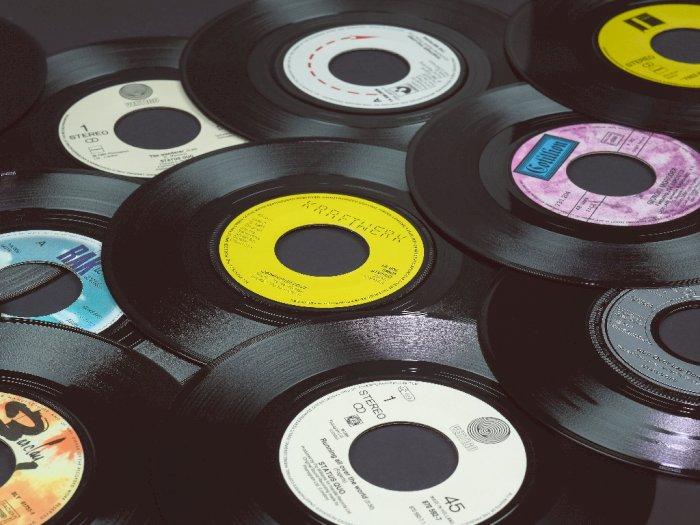 Untuk Pertama Kalinya Selama 3 Dekade, Penjualan Vinyl Sukses Lampaui CD!