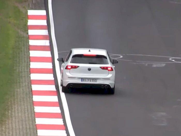 VW Golf 8 R dan 8 R Variant 2021 Terlihat Sedang Melaju di Nurburgring