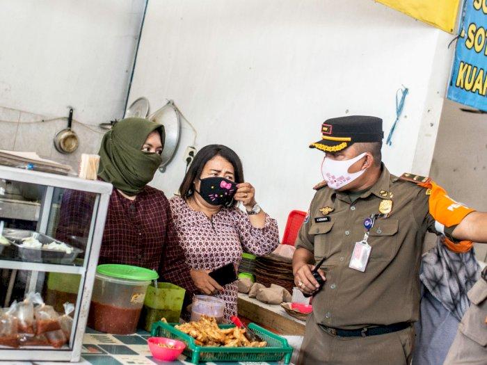 FOTO: Penertiban Tempat Makan Saat PSBB Total